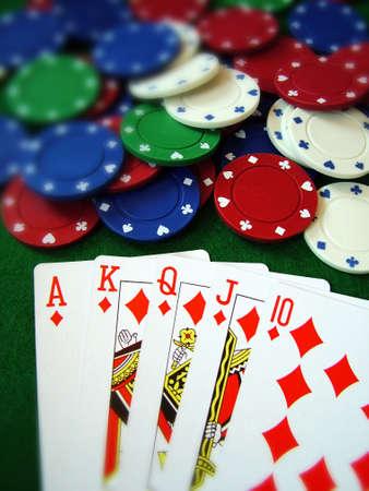 low prizes: Tarjetas de naipes fichas de p�quer  Foto de archivo