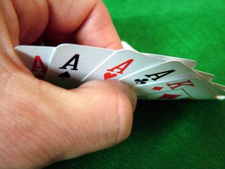 jetons poker: Cartes Jouant Des Morceaux De Tisonnier De Cartes