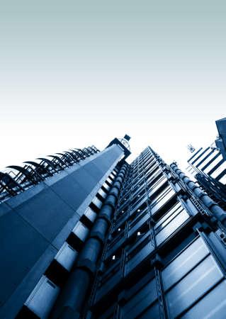 low angle views: Edificios altos buscando