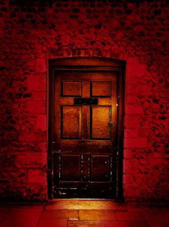 tocar la puerta: miedo puerta  Foto de archivo