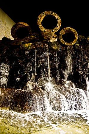 aguas residuales: Ca�er�as de la cloaca Foto de archivo