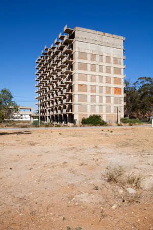 unfinished building: Incompiuta costruire