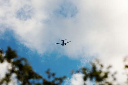 distance: Jet flying in distance
