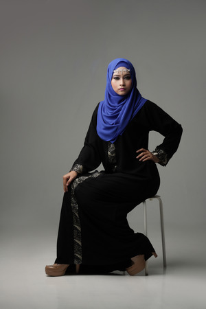 pelita: Malaysian malay woman sit and pose with arabic attire and look