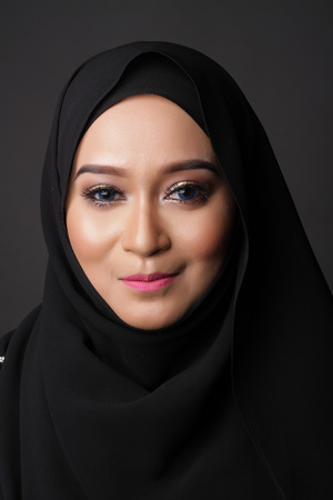 asian natural: beautiful asian muslimah woman with natural face on dark gray background