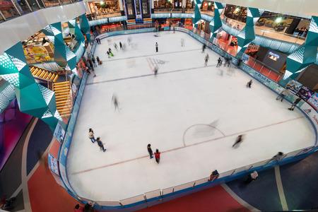 SUBANG JAYA, SELANGOR - 25 July 2018. Ice Skating inside Sunway Pyramid Mall at Subang Jaya. 新聞圖片