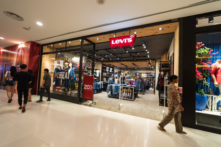 SUBANG JAYA, SELANGOR - 25 July 2018. LEVI'S inside Sunway Pyramid Mall at Subang Jaya. Stockfoto - 105727492