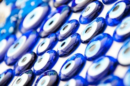 b�se augen: Close up Textur von vielen blauen Perlen getragen, um b�se Augen in der T�rkei zu vermeiden