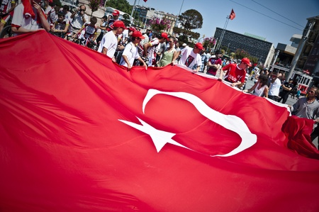 Giant Turkish flag unraveled by children for the march of Trabzon 2011 Youth sports competition Games