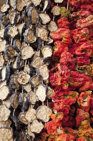 legumbres secas: La textura de pimientos secos y berenjenas