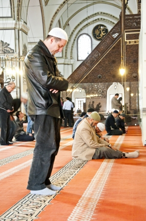 archtecture: People praying in the Blue Mosque