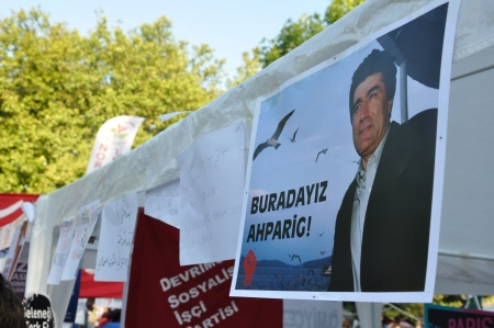 noncompliance: ISTANBUL, TURKEY - JUNE 9 2013: Gezi Park Public Protest against the government Editorial