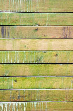 antiek behang: Grungy houten panelen met gepelde verflaag