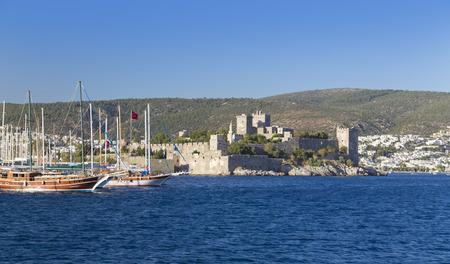 moto acuatica: Bodrum, Turquía - Hermosa vista del popular destino de vacaciones en verano Editorial
