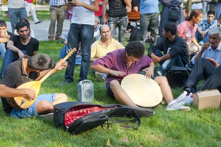 amateur: Los jóvenes que hacen música étnica en Gezi Park, Estambul