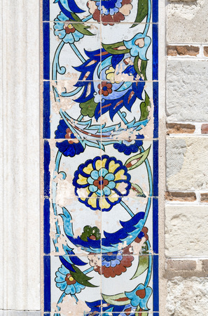 iznik: Iznik style Turkish pottery decorated with traditional floral patterns