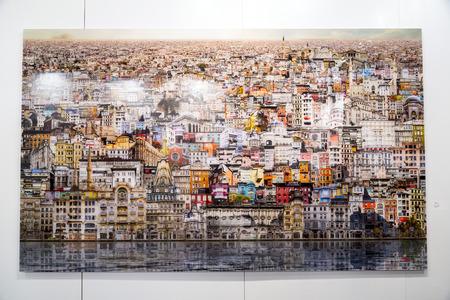 pintura abstracta: Estambul, Turquía - 13 de noviembre de 2015: obra de arte en la 10ª edición de la artshow anual contemporáneo celebrada en Estambul Lutfi Kirdar Convention Center, Estambul el 13 de noviembre.