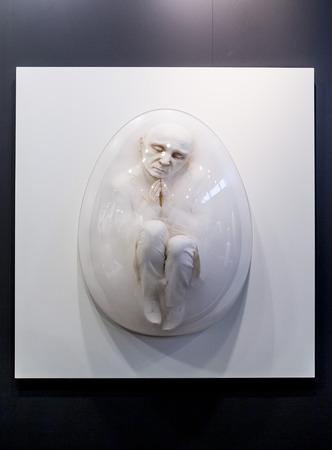 이스탄불, 터키 - 우리 모두의 2015 년 11 월 13 일 : 연간 현대 이스탄불 artshow의 10 판에 예술의 조각 11 월 13 일 이스탄불 Lutfi Kirdar 컨벤션 센터에서 개최.