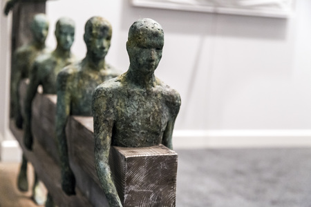 arte moderno: Estambul, Turquía - 13 de noviembre de 2015: obra de arte en la 10ª edición de la artshow anual contemporáneo celebrada en Estambul Lutfi Kirdar Convention Center, Estambul el 13 de noviembre.