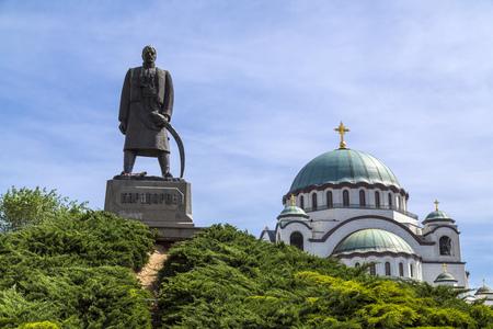 memorial cross: La Iglesia serbia cristiana ortodoxa de San Sava construido donde se quemaron los restos del fundador de la Iglesia ortodoxa serbia -Saint Sava-. La cúpula es de 70 metros de altura.