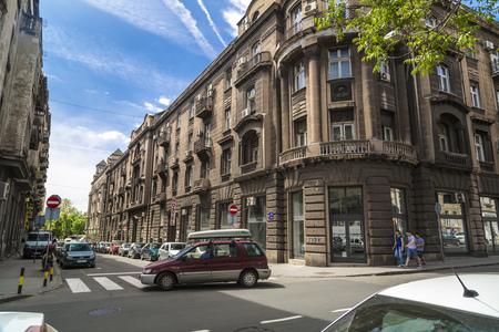 Blick auf die Straße und Architektur aus Belgrad, der serbischen Hauptstadt. Editorial
