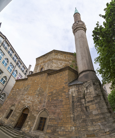 ottoman empire: An Ottoman style mosque with minaret. The Bajrakli mosque is the only remaining mosque in Serbia which was built around 1575 by the Turkish Ottoman Empire.