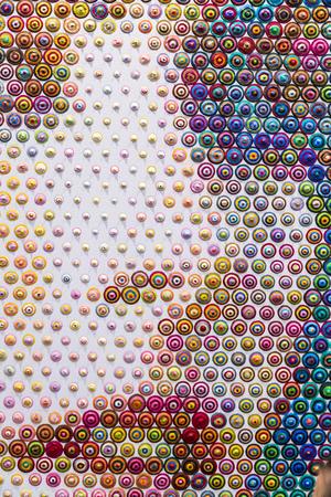 여성 얼굴 세부를 형성하는 다채로운 원형 패턴 스톡 콘텐츠