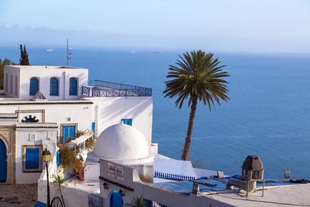 adentro y afuera: Sidi Bou Said, Túnez, Túnez Foto de archivo
