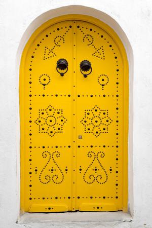 Porte tunisienne traditionnelle Banque d'images - 73928809