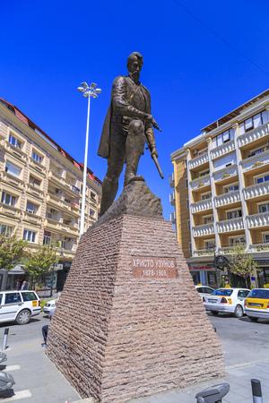 guerilla: Skopje, Macedonia - April 10, 2017: Bronze sculpture of Hristo Uzunov in downtown Skopje, Macedonia Editorial