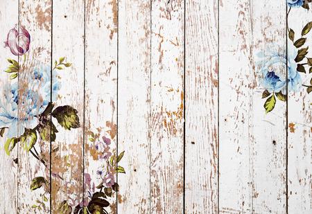 초라한 세련 된 빈티지 장미 흰색 grunge 나무 질감, 정통 chintz 꽃 배경 스톡 콘텐츠
