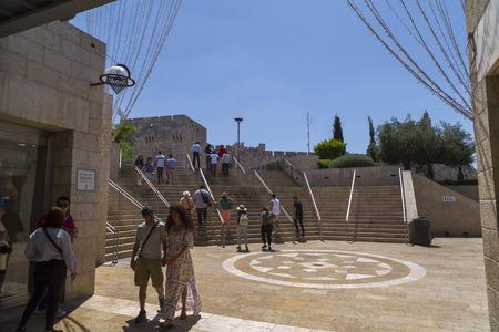 Jerusalem, Israel - June 15, 2018: Shopping street of Alrov Mamilla Avenue near the Jaffa Gate of Jerusalem Old City, opened in 2007. 新聞圖片