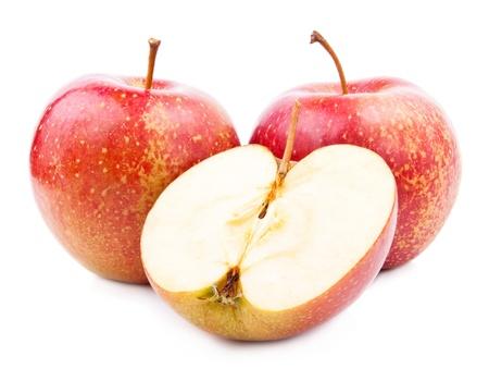 mela rossa: Due Red Apple e il suo mezzo isolato su sfondo bianco Archivio Fotografico