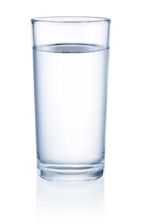 WATER GLASS: Bicchiere d'acqua isolato su uno sfondo bianco