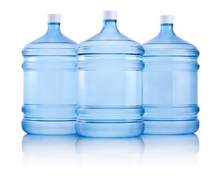 白い背景で隔離の水の 3 つの大きなボトル