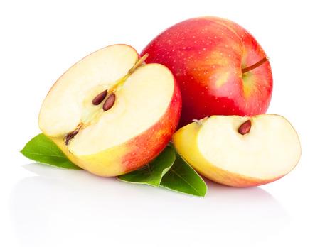 白い背景で隔離の緑の葉と赤いりんごをスライス 写真素材