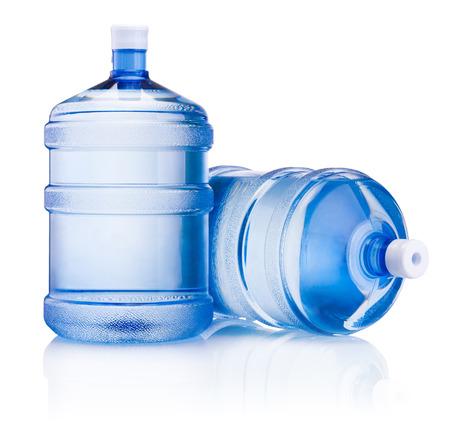 botellas de plastico: Dos botella grande de agua aislado en el fondo blanco