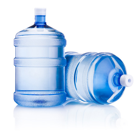 Due bottiglia grande di acqua isolato su sfondo bianco Archivio Fotografico - 39751408
