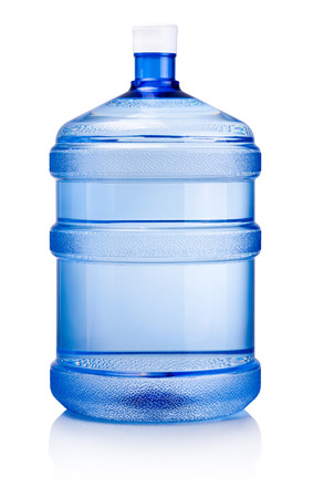 Gran botella de agua aislado sobre un fondo blanco. Foto de archivo