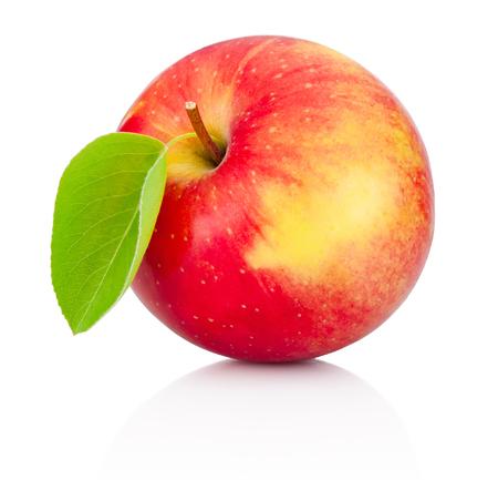 pomme rouge: Pomme rouge avec feuilles isolé sur un fond blanc