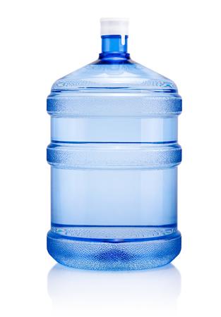 Acqua potabile grande bottiglia di plastica isolata su uno sfondo bianco