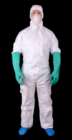 hazmat: L'uomo in pieno tuta protettiva Hazmat isolato su uno sfondo nero Archivio Fotografico
