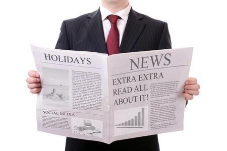 periodicos: hombre de negocios con un peri?dico en blanco aislado en blanco Foto de archivo