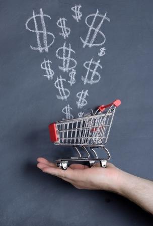 signo pesos: Concepto de grandes ahorros en venta