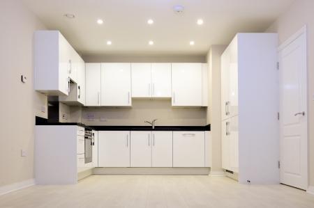 installed: brand new installed white kitchen Stock Photo
