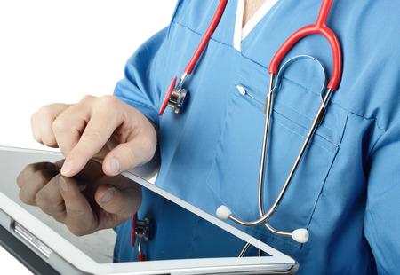 Lékař používá tablet PC