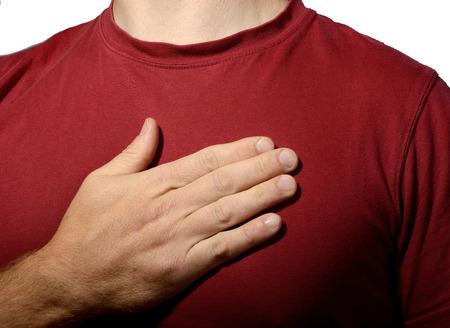 honestidad: Concepto de la mano en el corazón la verdad Foto de archivo