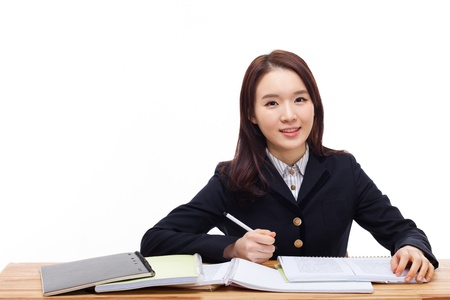 Jonge Aziatische student geïsoleerd op een witte achtergrond. Stockfoto