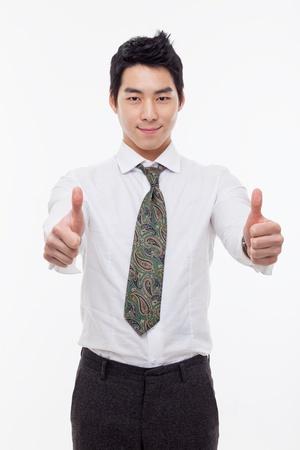 Die duim jonge Aziatische zakenman ge
