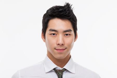 Aziatische jonge zakenman close-up shot geïsoleerd op witte achtergrond. Stockfoto
